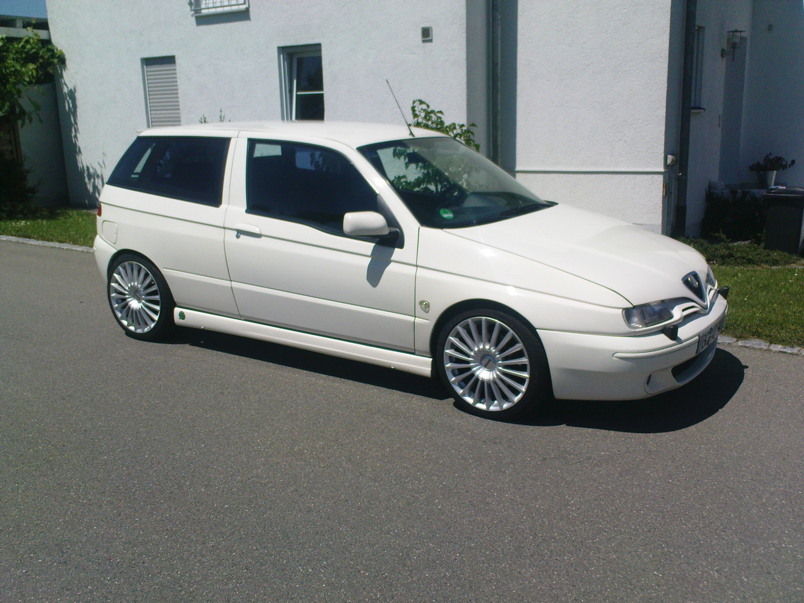 Alfa-Romeo 145 photo 08