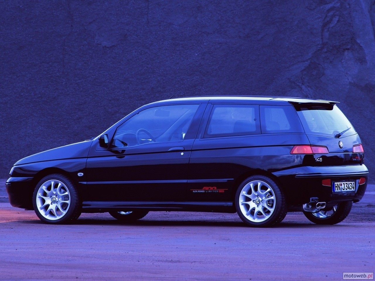 Alfa-Romeo 145 photo 11