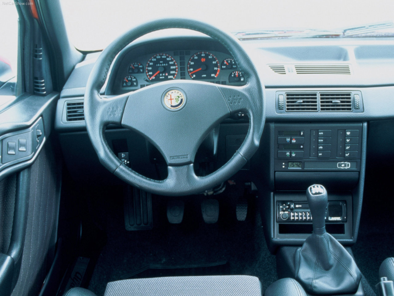 Alfa-Romeo 155 photo 02