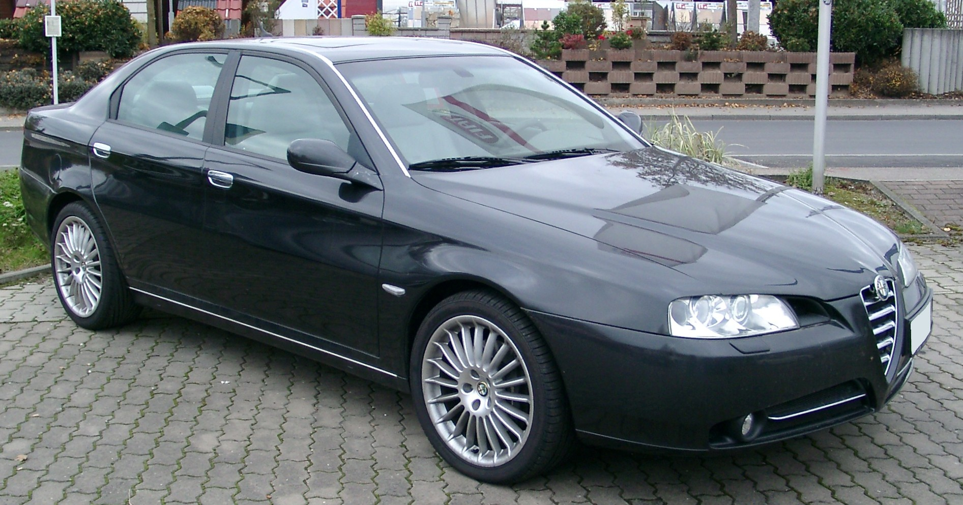 Alfa-Romeo 166 photo 01
