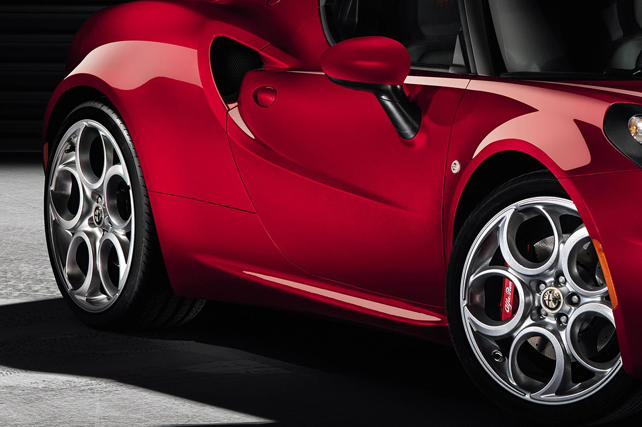 Alfa-Romeo 4C photo 01