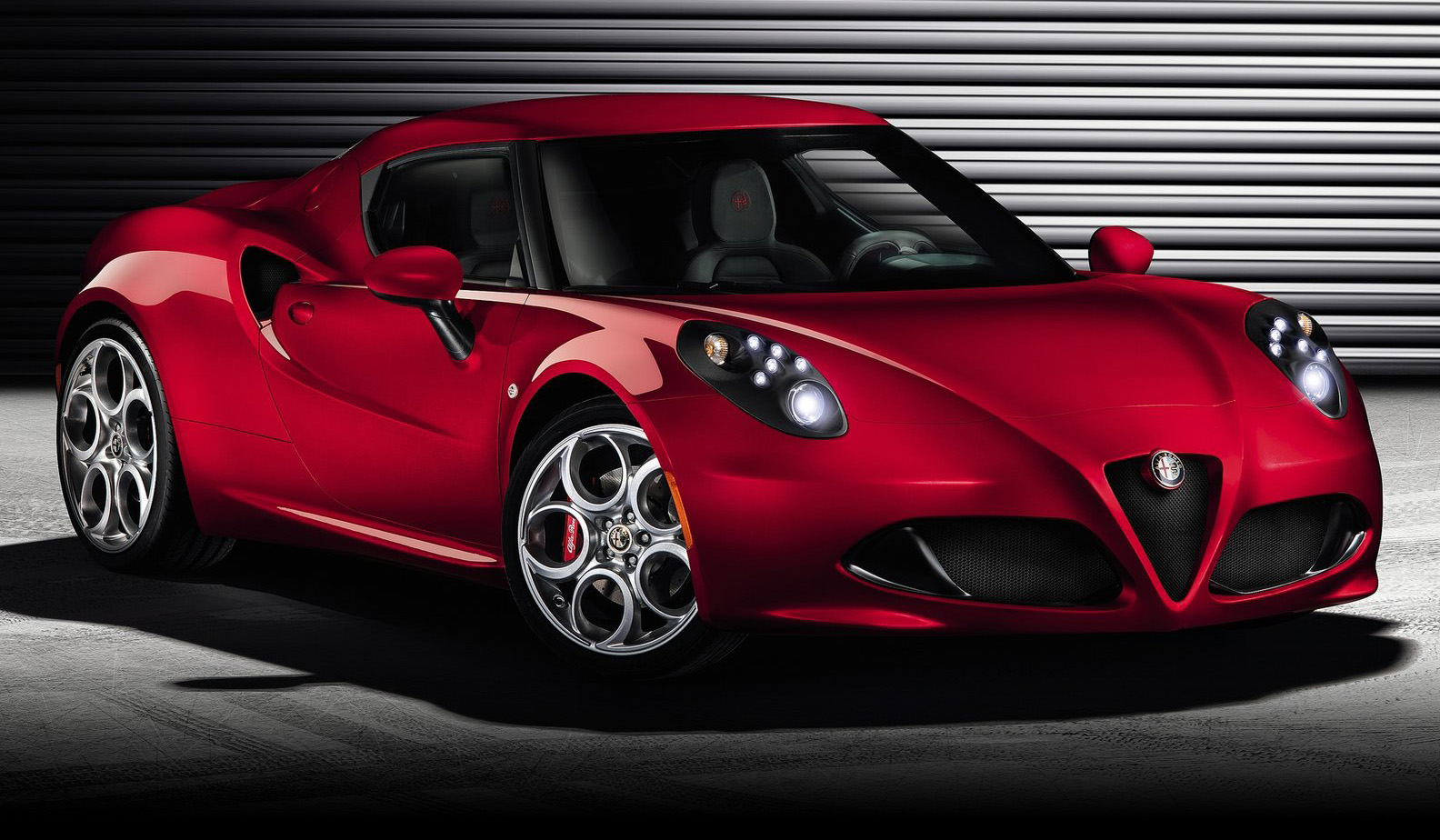 Alfa-Romeo 4C photo 02