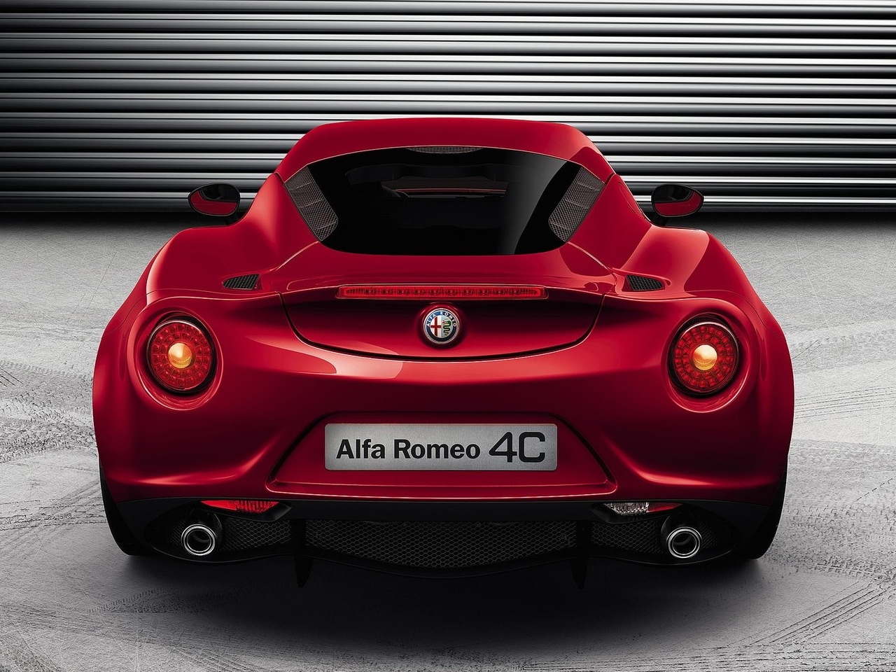 Alfa-Romeo 4C photo 04