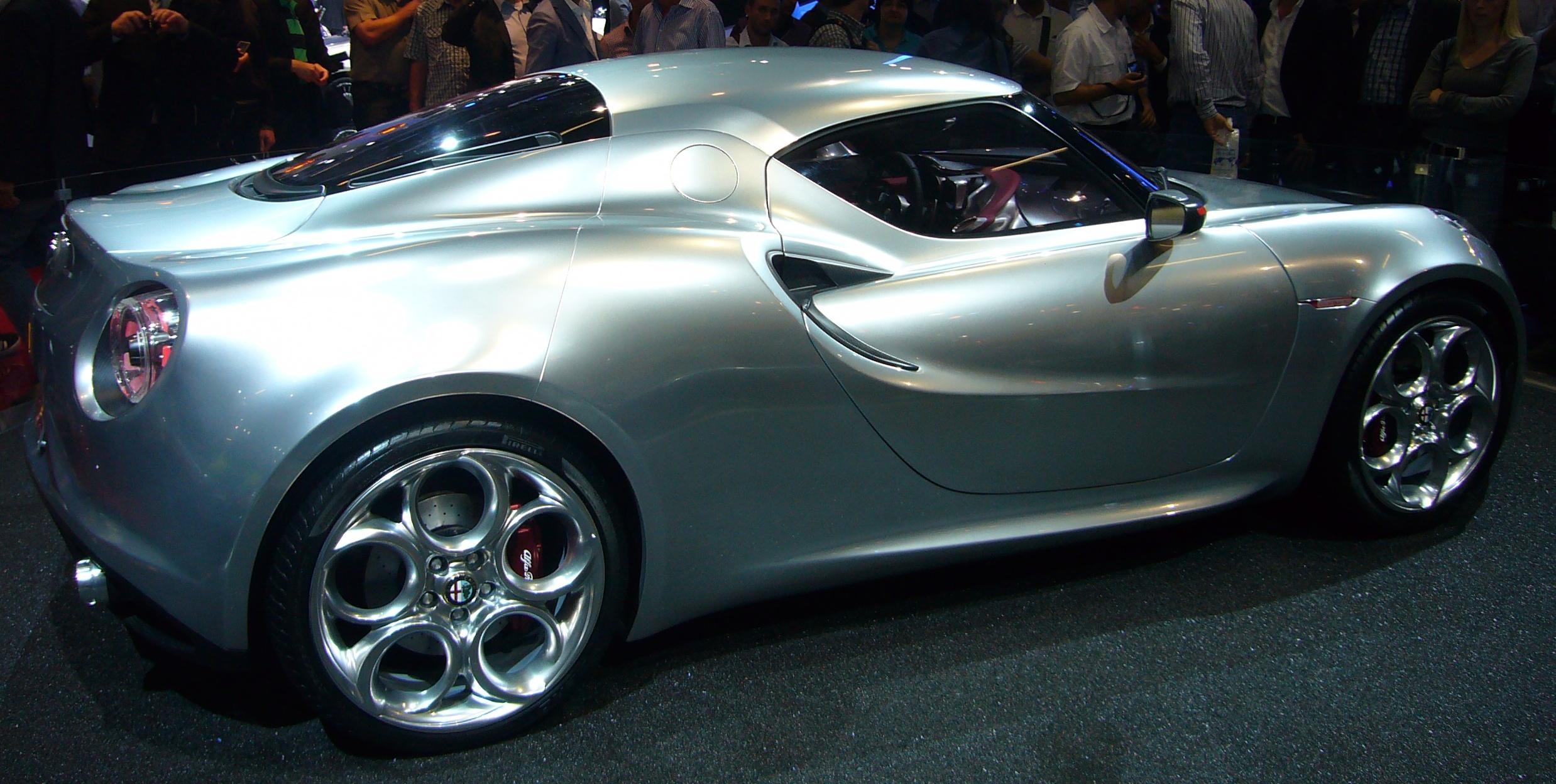 Alfa-Romeo 4C photo 12