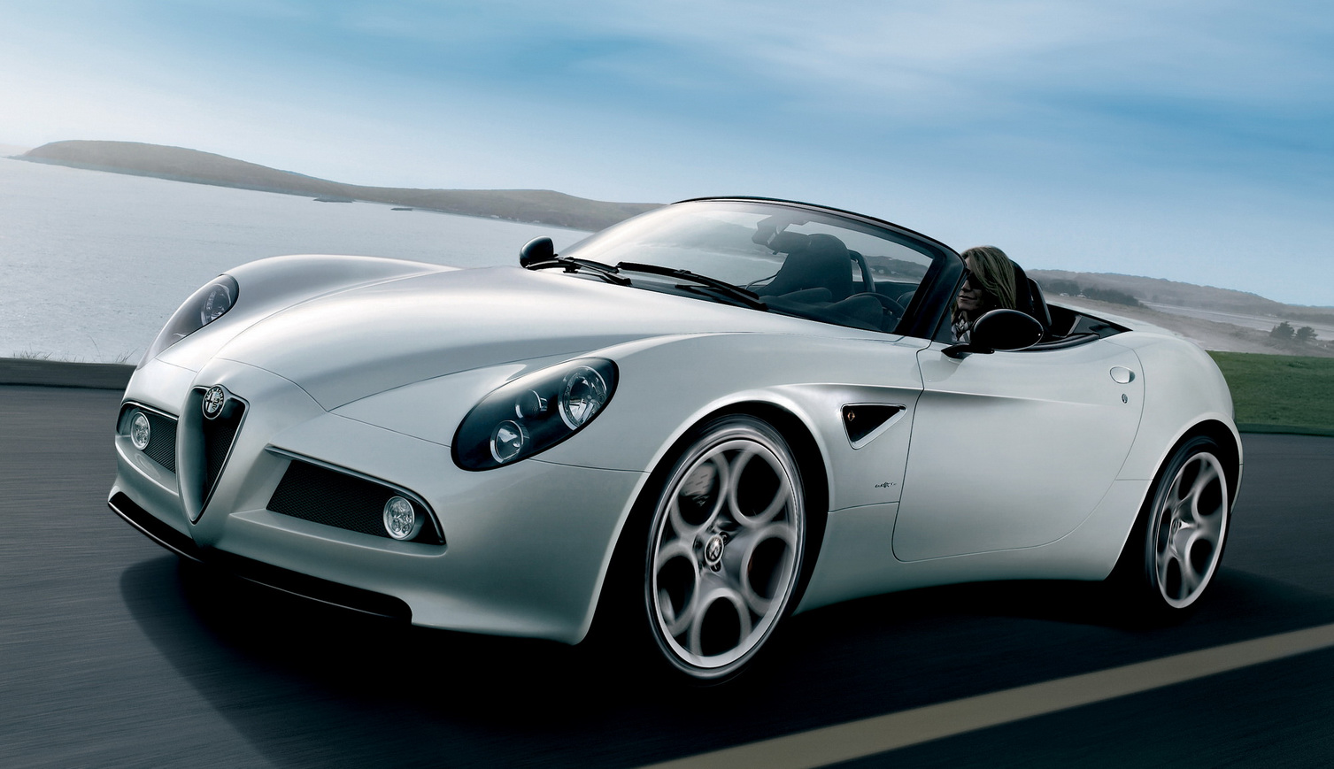 Alfa-Romeo 8C Spider photo 02