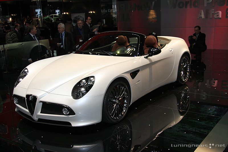 Alfa-Romeo 8C Spider photo 03