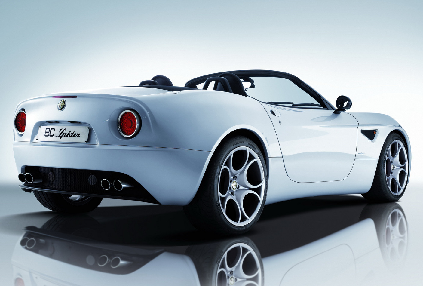 Alfa-Romeo 8C Spider photo 06