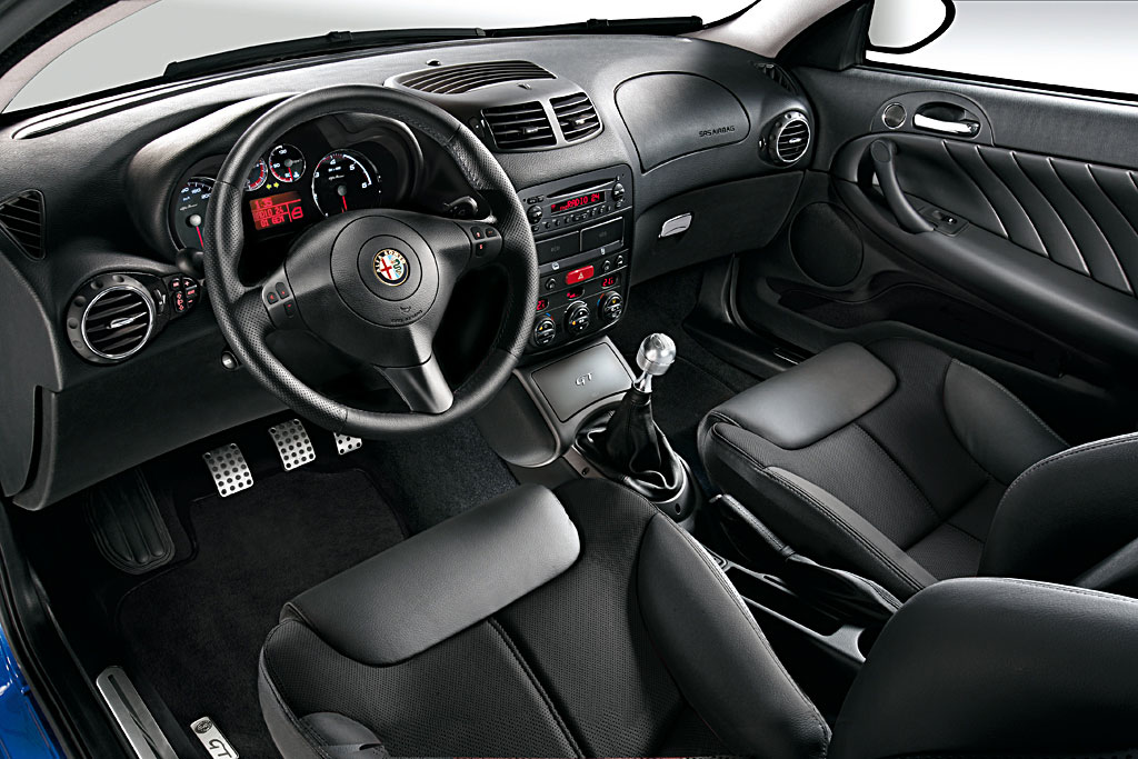Alfa-Romeo GT photo 05
