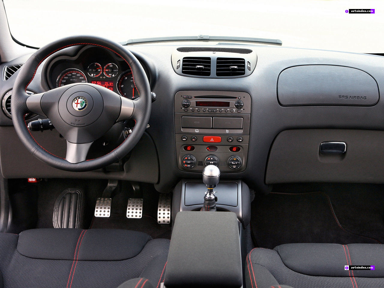 Alfa-Romeo GT photo 12