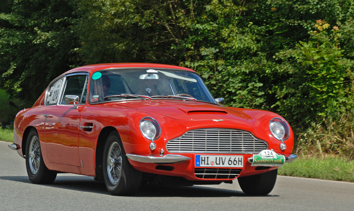 Aston-Martin DB6 photo 09