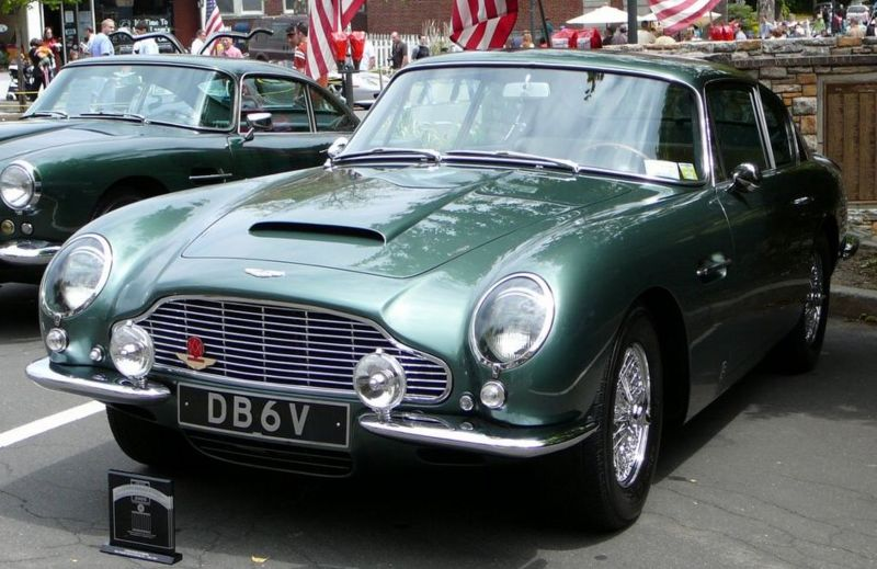 Aston-Martin DB6 photo 11