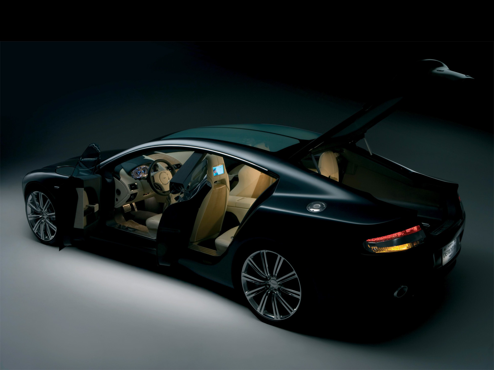 Aston-Martin Rapide photo 04
