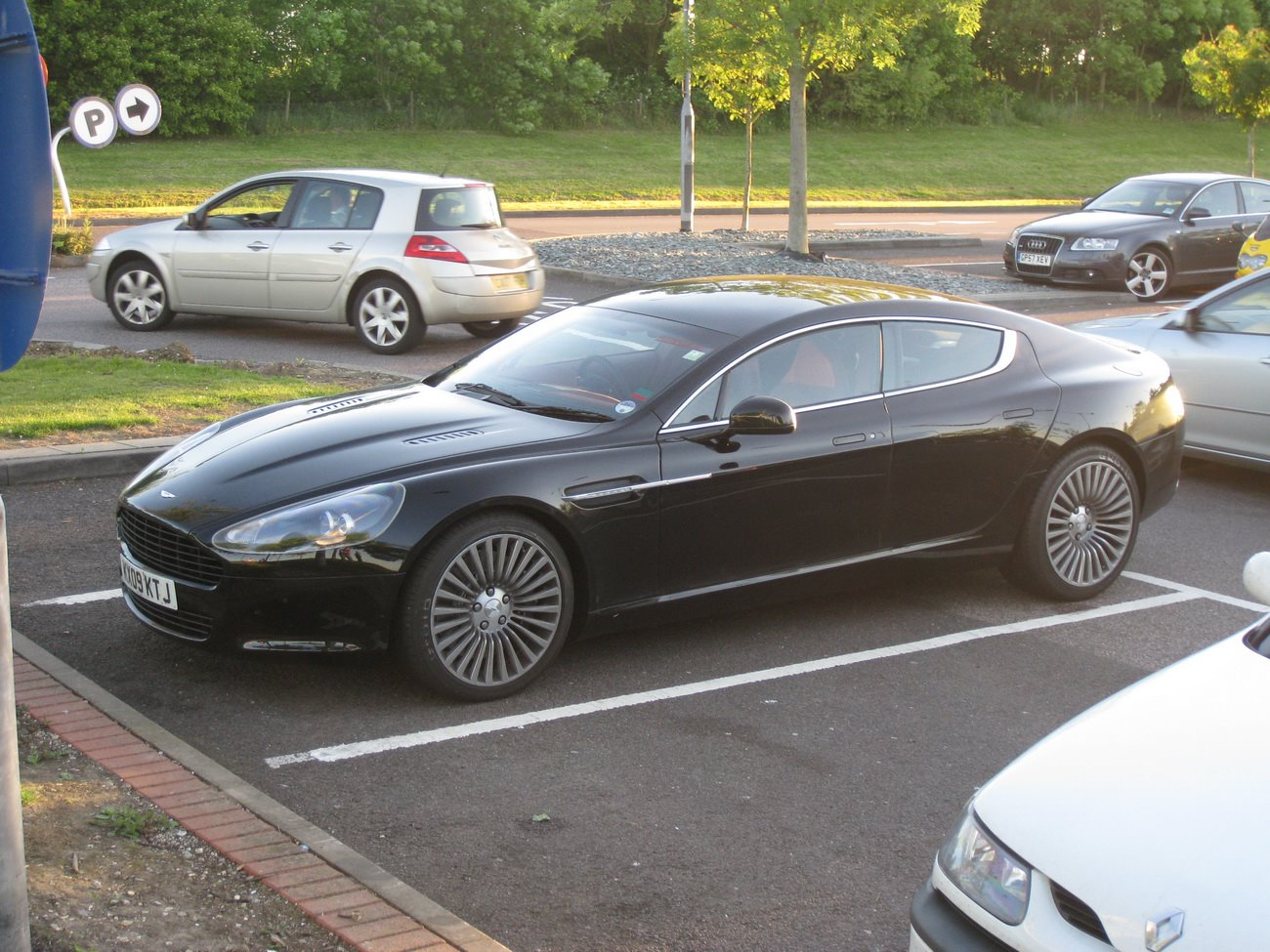 Aston-Martin Rapide photo 08