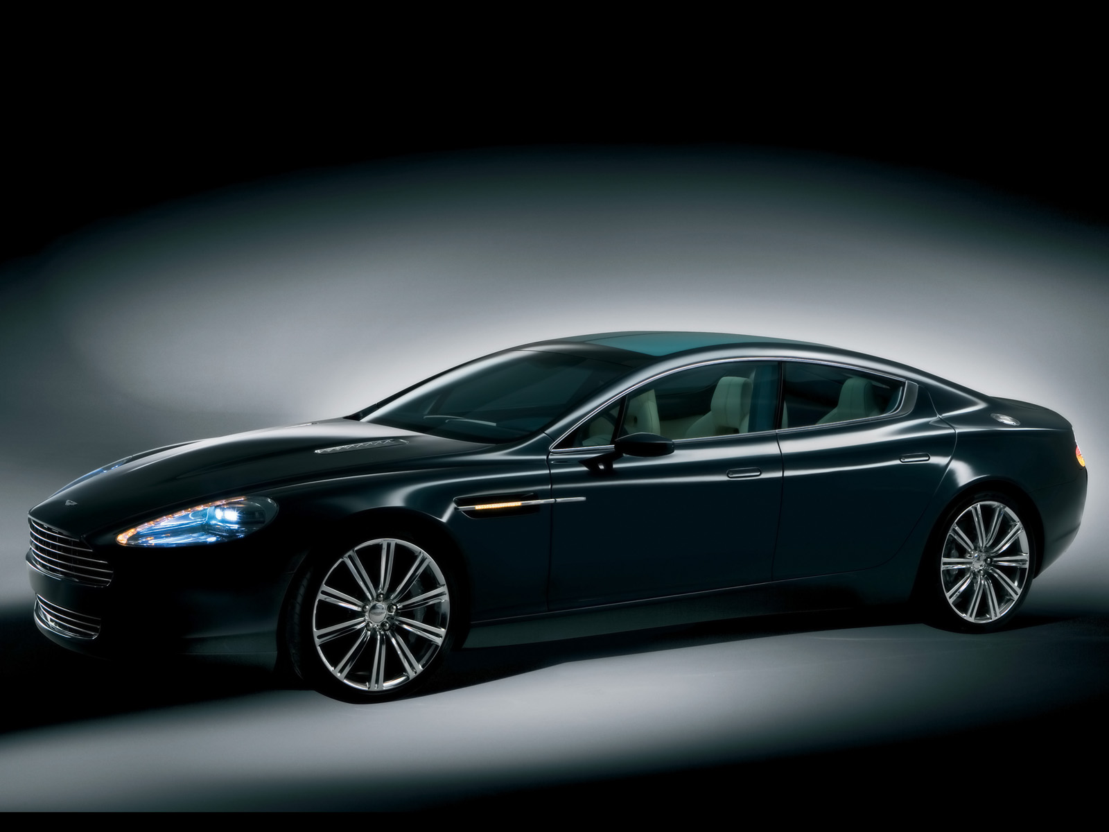 Aston-Martin Rapide photo 10