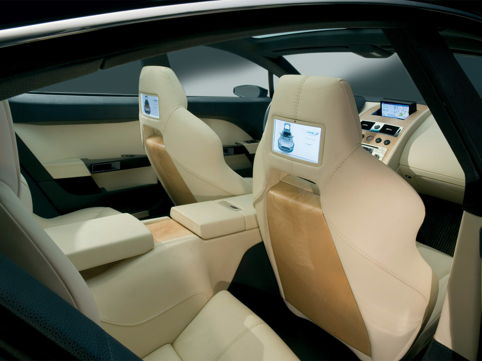 Aston-Martin Rapide photo 12