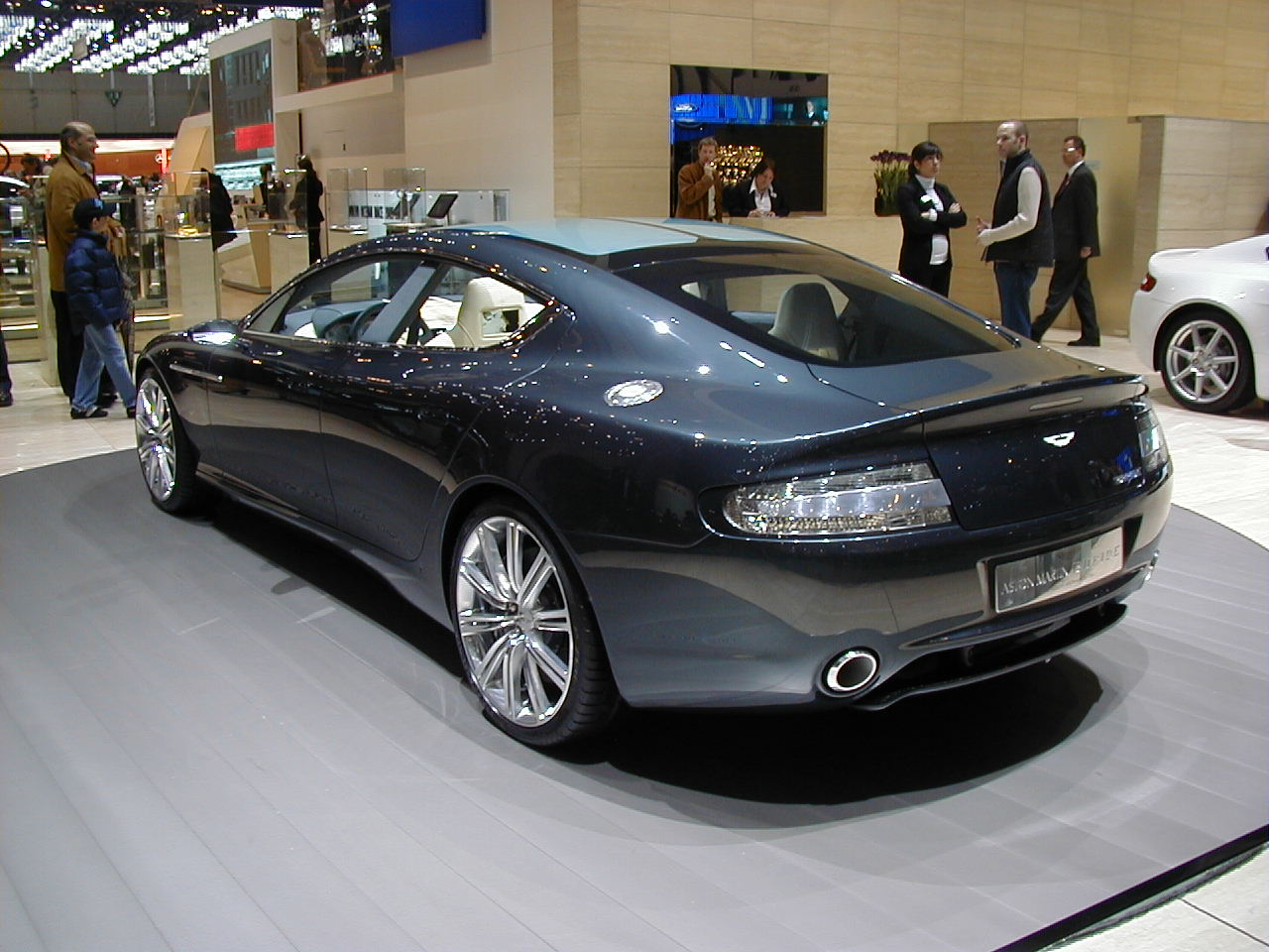 Aston-Martin Rapide photo 15