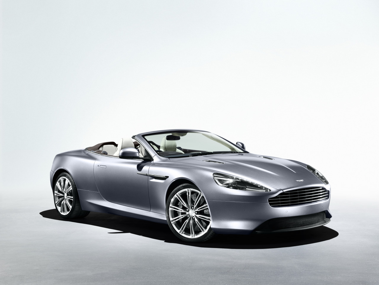 Aston-Martin Virage photo 07