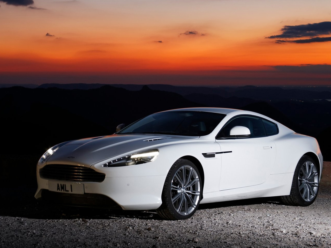Aston-Martin Virage photo 16