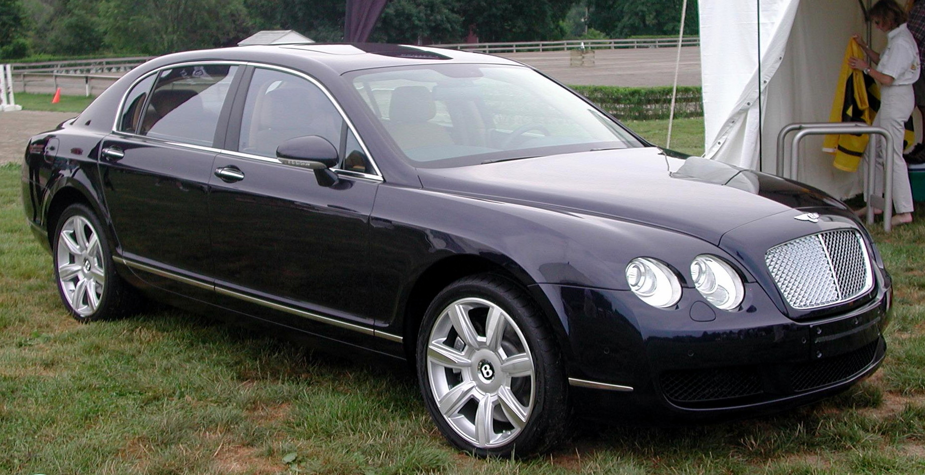 Bentley Continental Flying Spur photo 01