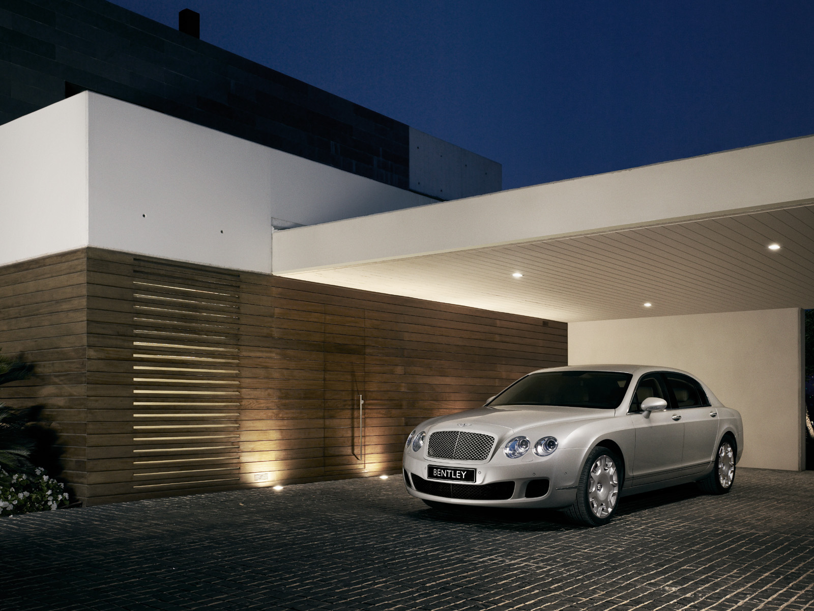 Bentley Continental Flying Spur photo 14