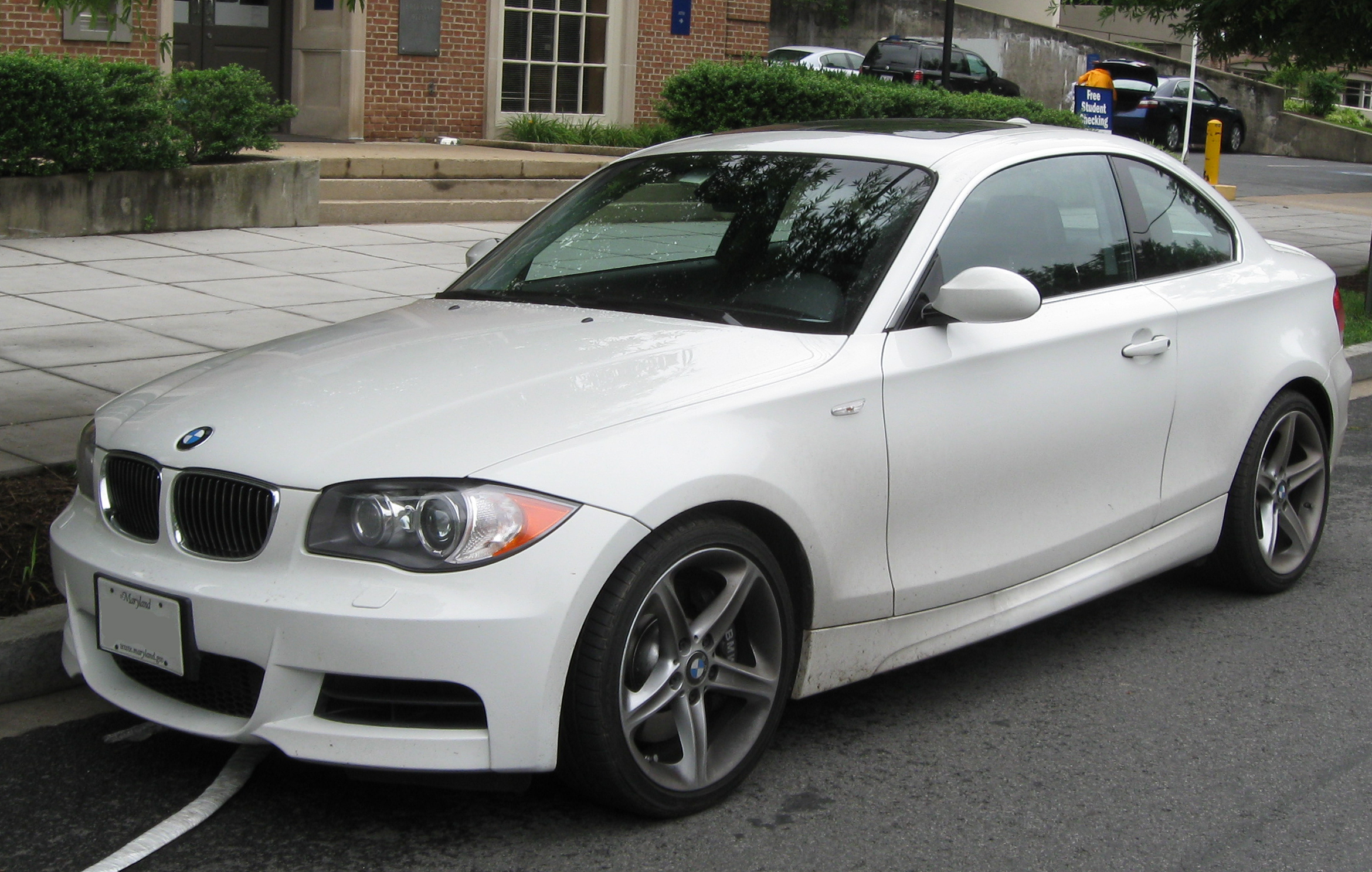 BMW 135i Coupé photo 02