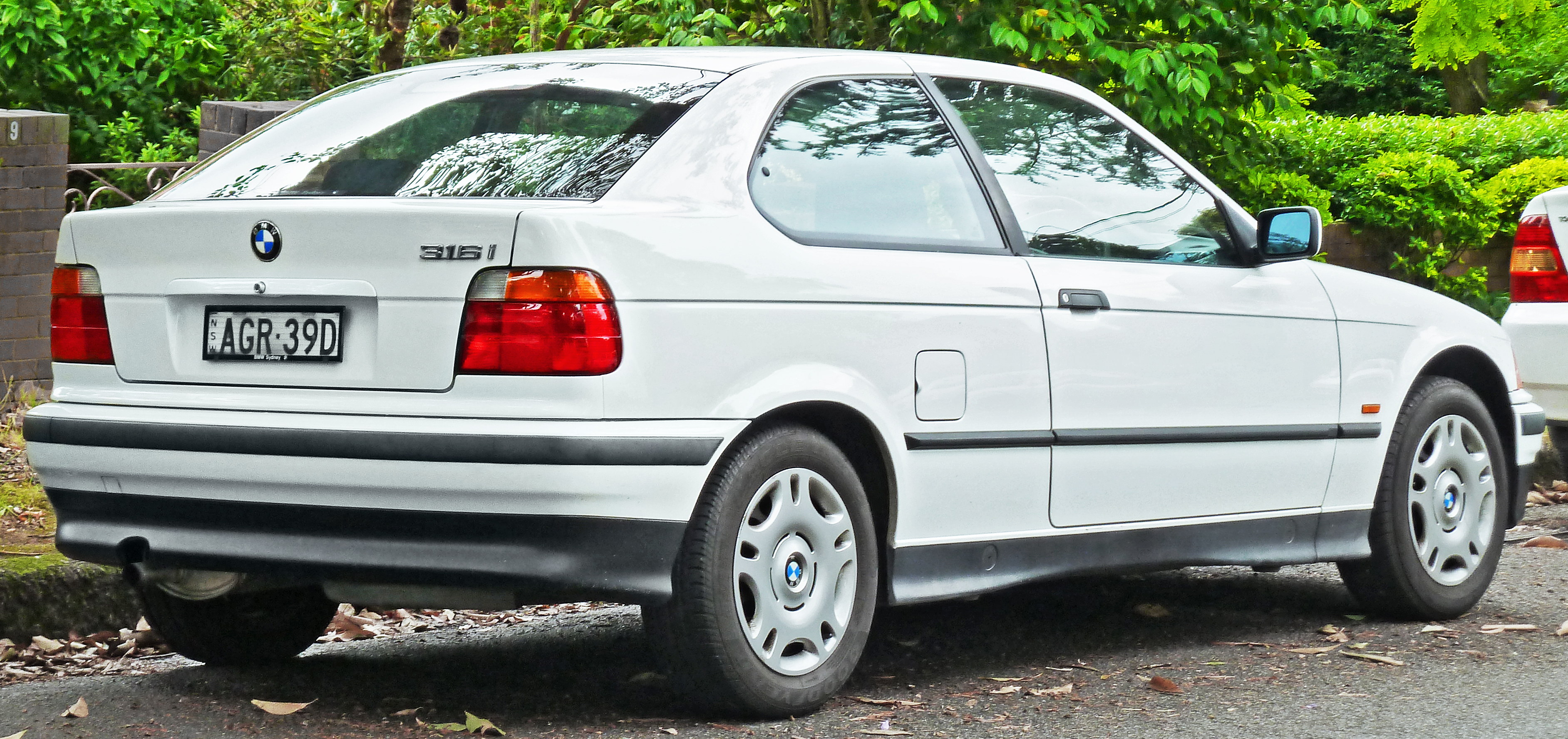 BMW 316i technical details, history, photos on Better ...