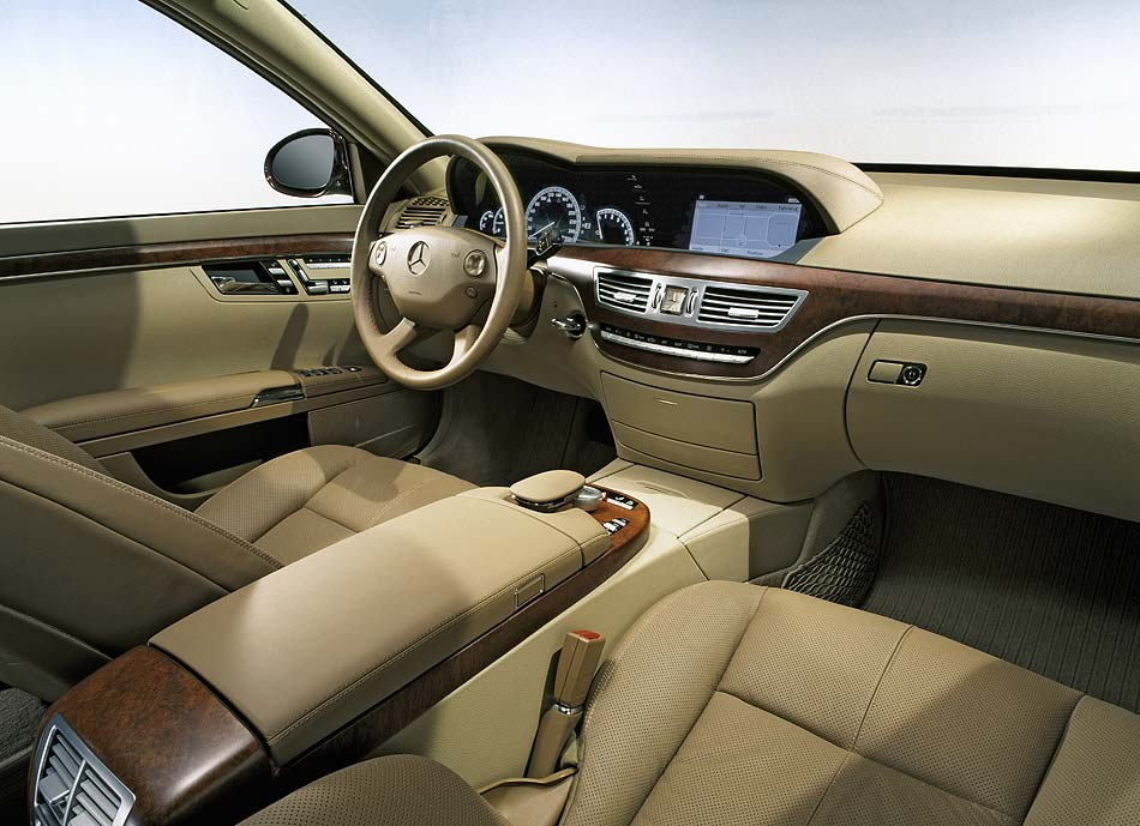 BMW 745i Photo 03