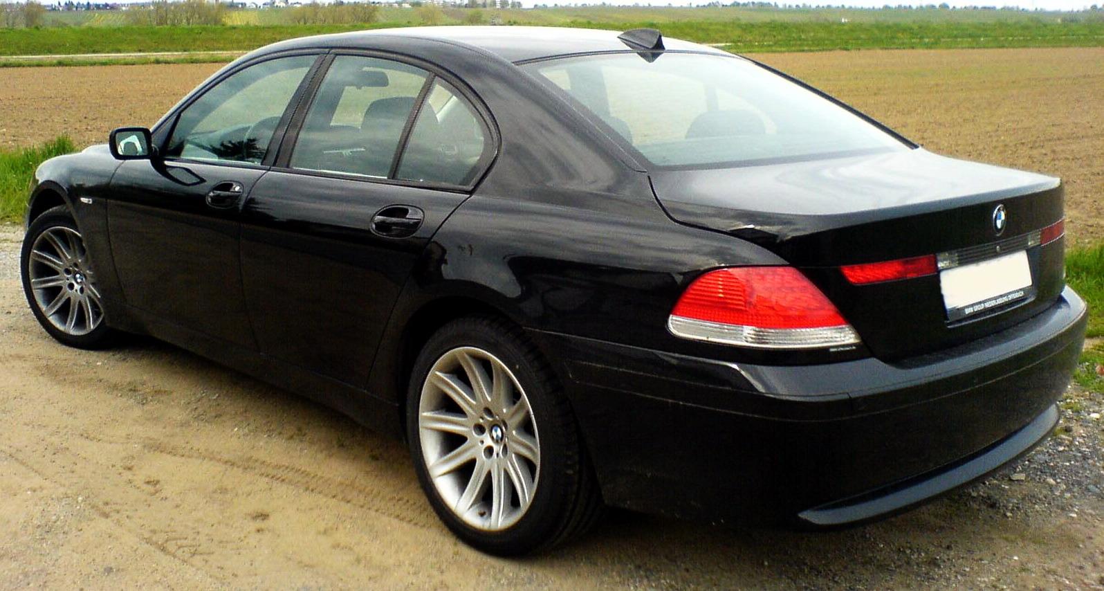 BMW 745i Photo 09