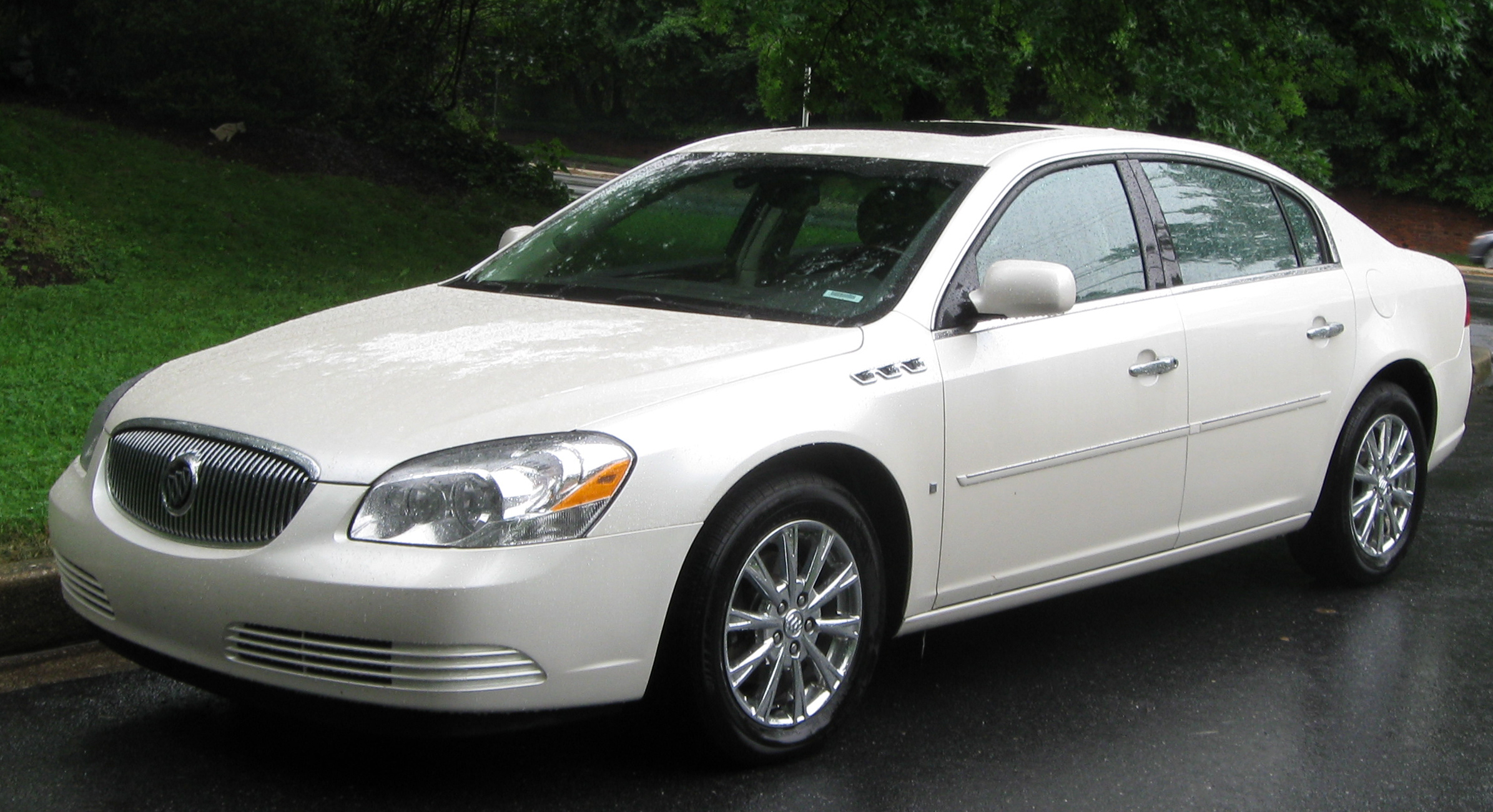 Buick Lucerne photo 02