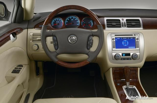 Buick Lucerne photo 05