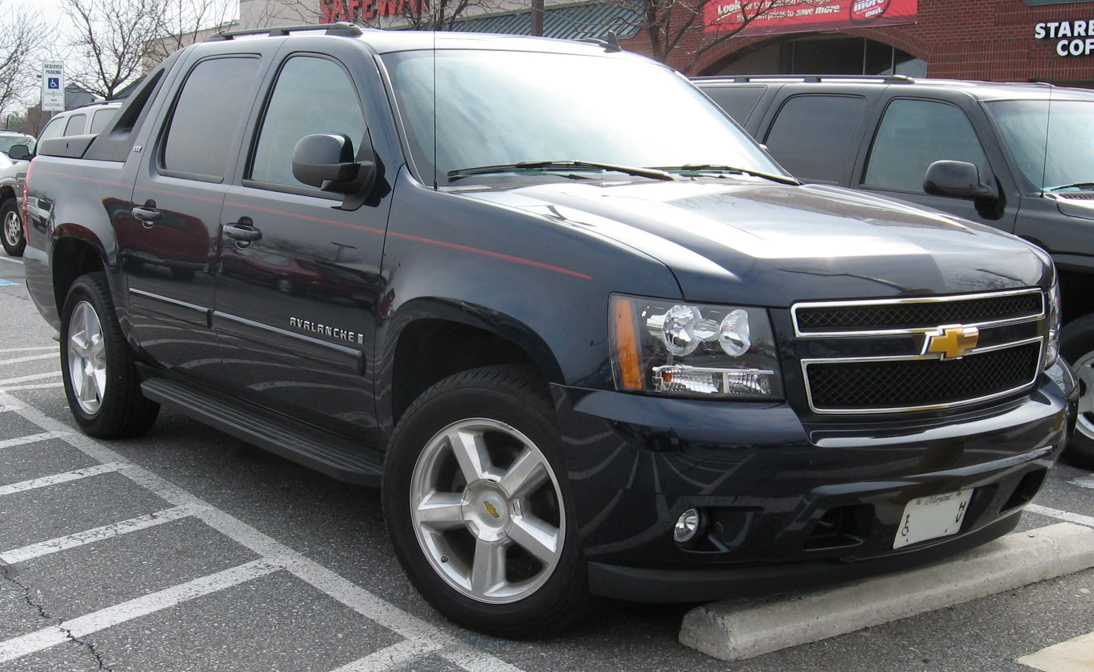 Chevrolet Avalanche photo 02