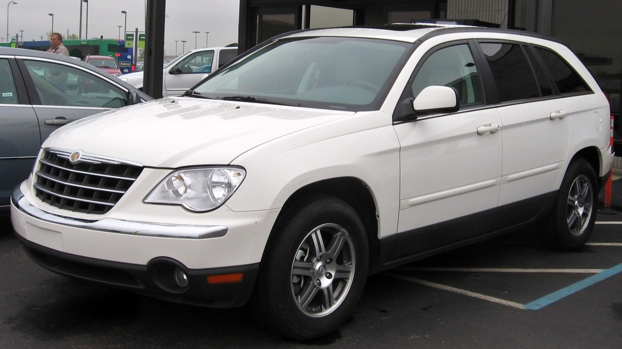 Chrysler Pacifica photo 03