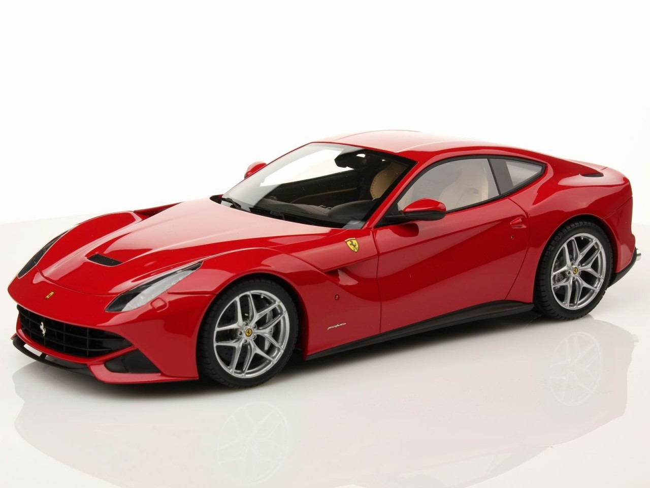 Ferrari F12 Berlinetta photo 08