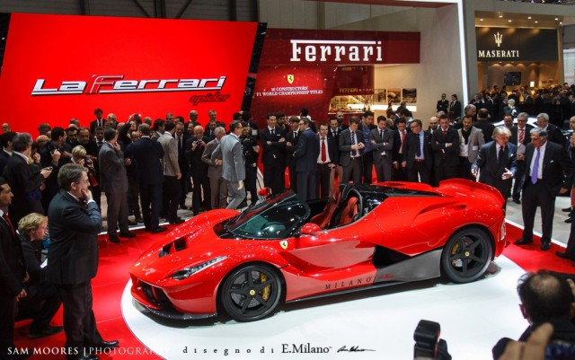 Ferrari LaFerrari photo 11