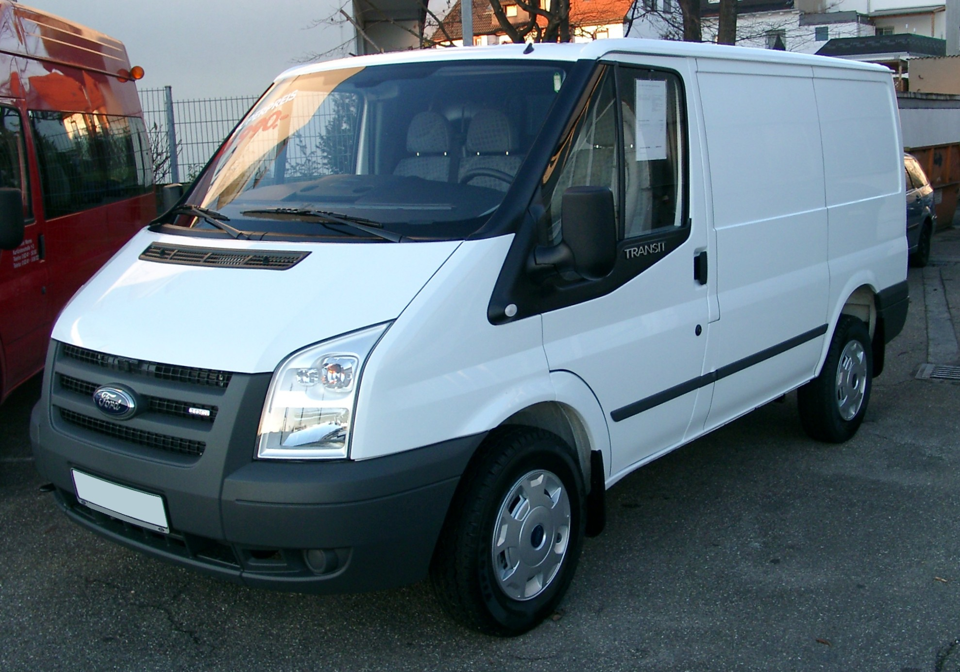 Ford Transit photo 02