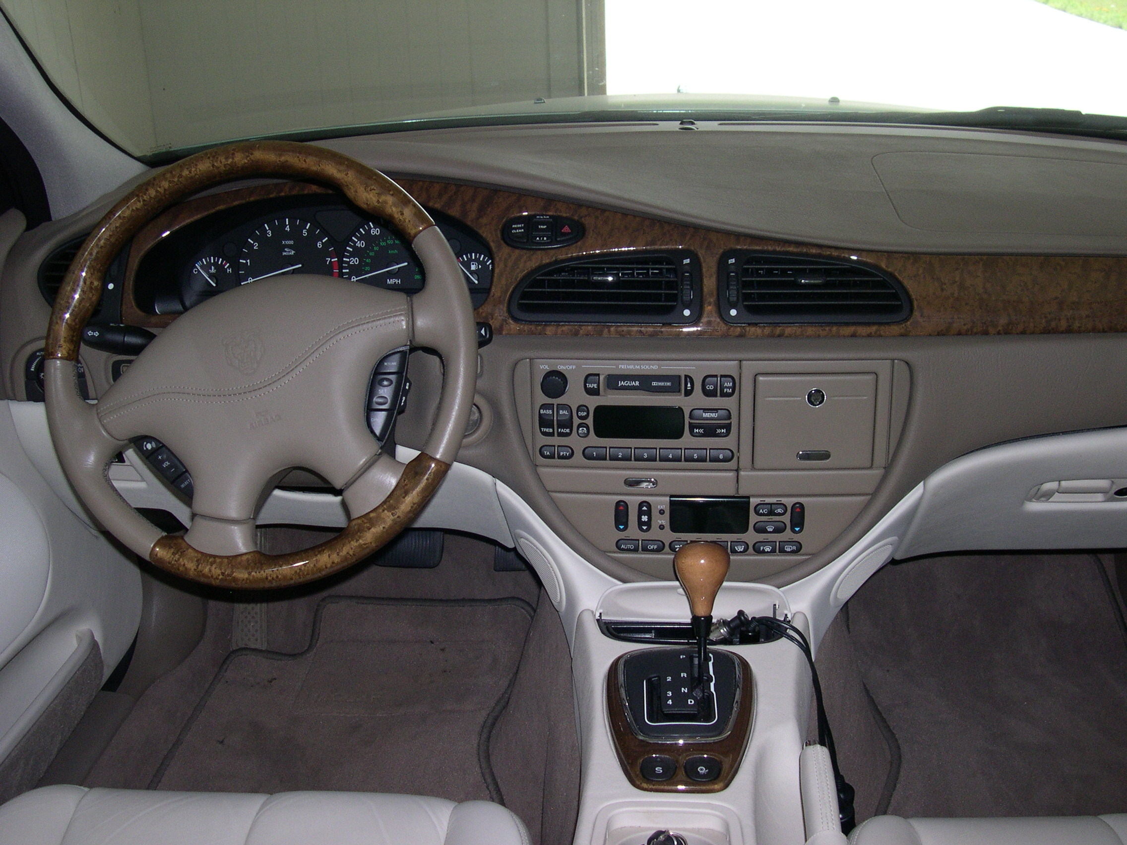 Jaguar S-Type photo 02