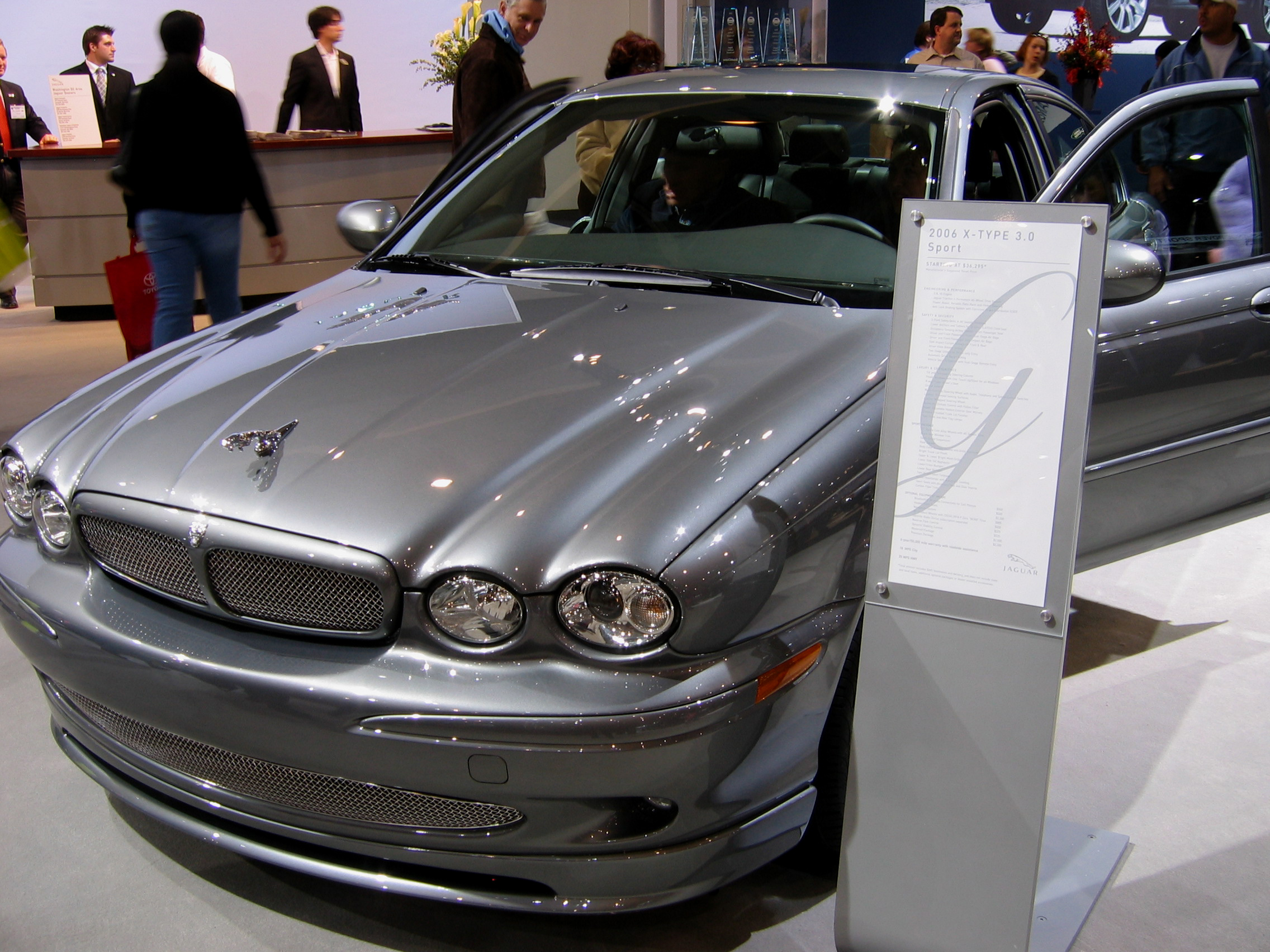 Jaguar X-Type photo 02