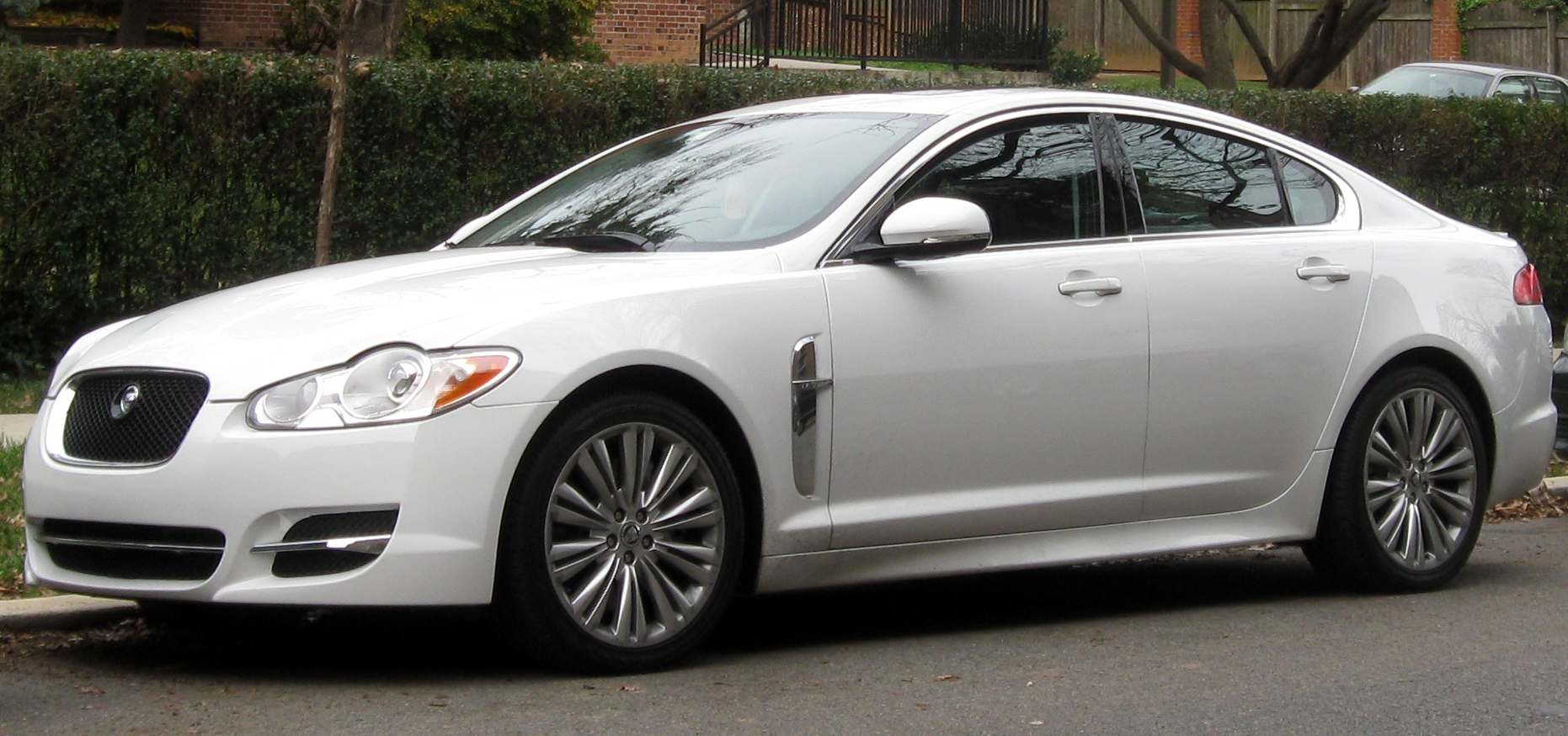 Jaguar XF photo 10