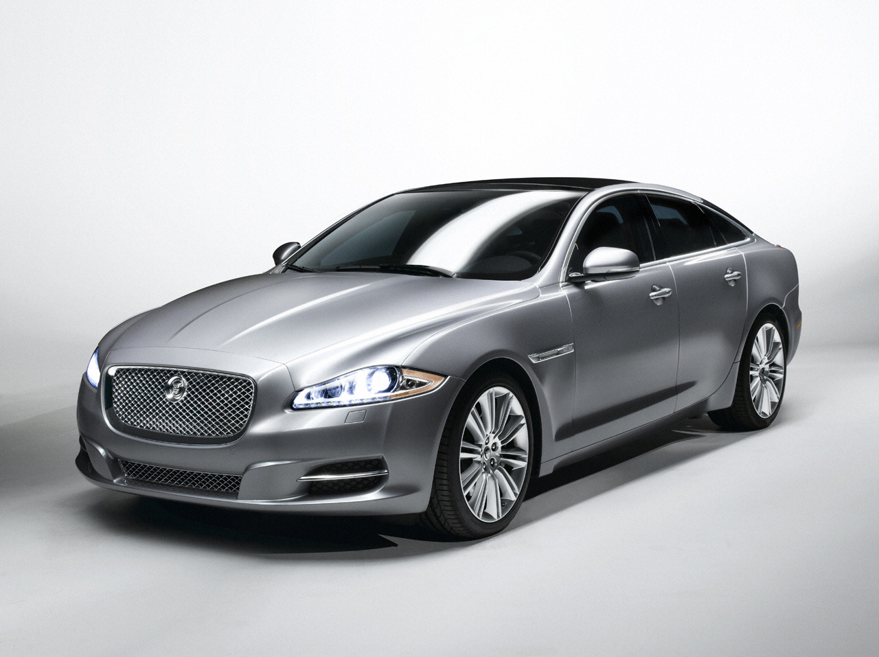 Jaguar XJ photo 03