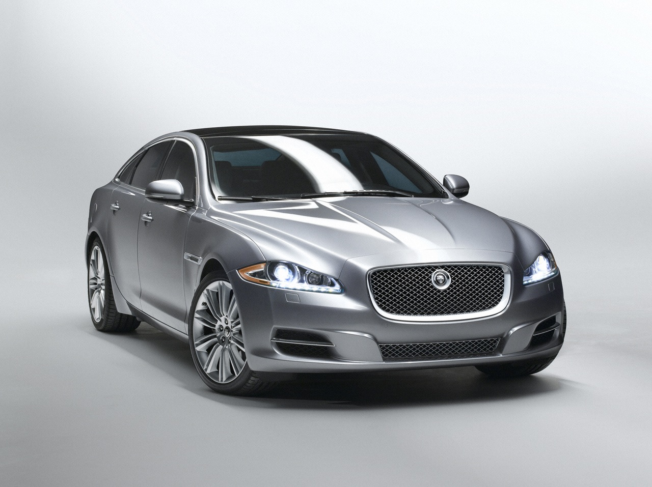 Jaguar XJ photo 14