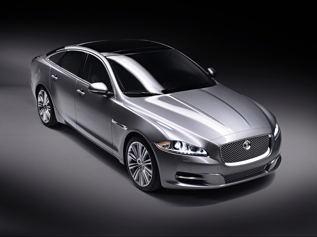 Jaguar XJ photo 16