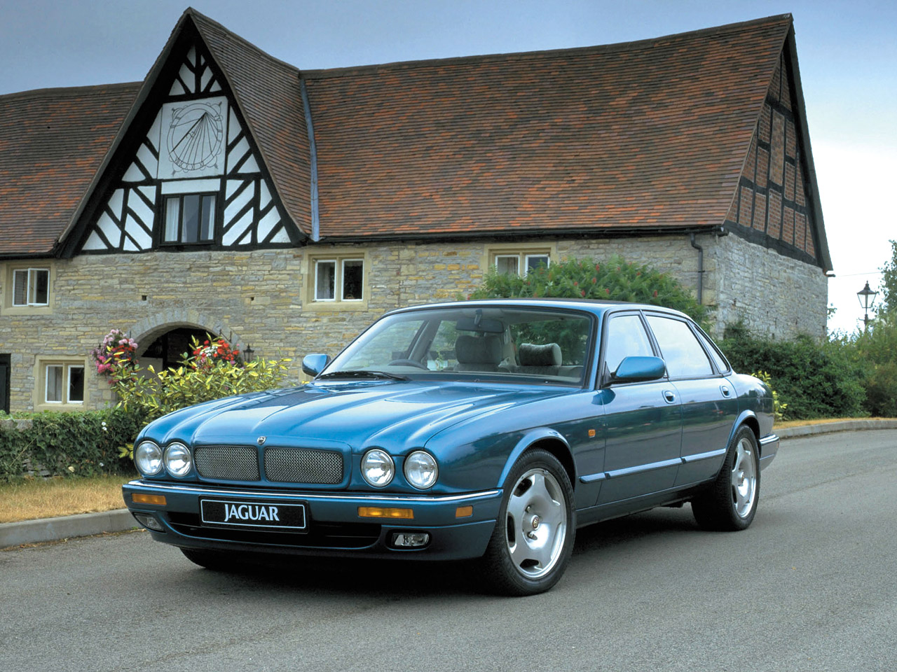 Jaguar XJR photo 04
