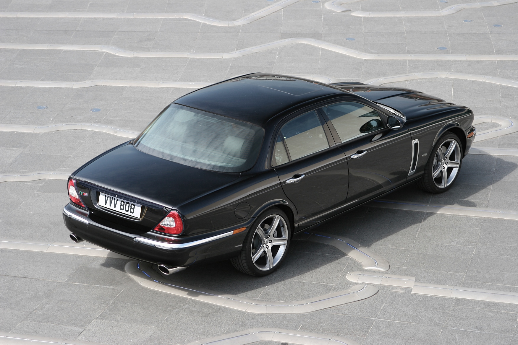 Jaguar XJR photo 05