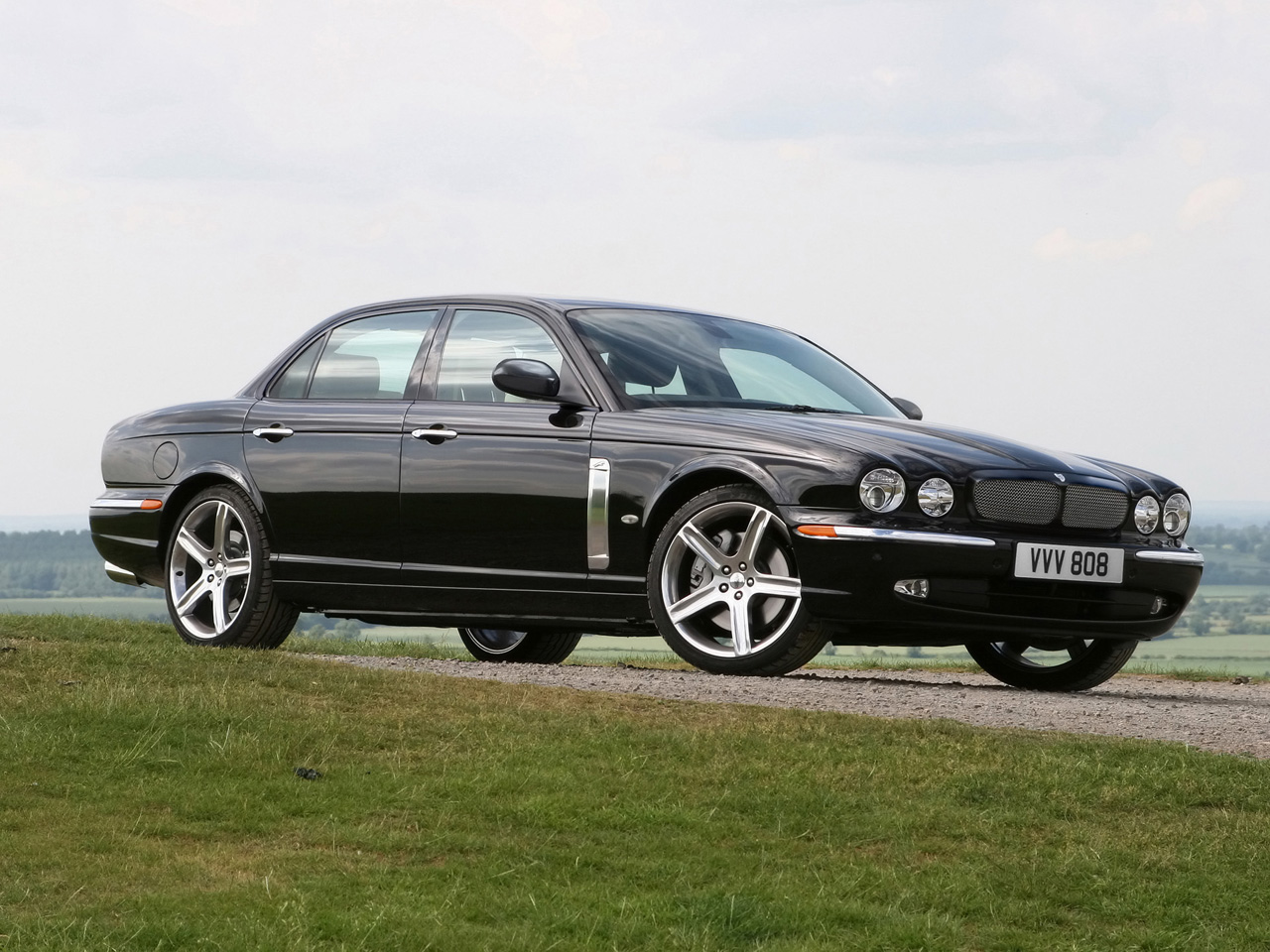 Jaguar XJR photo 09