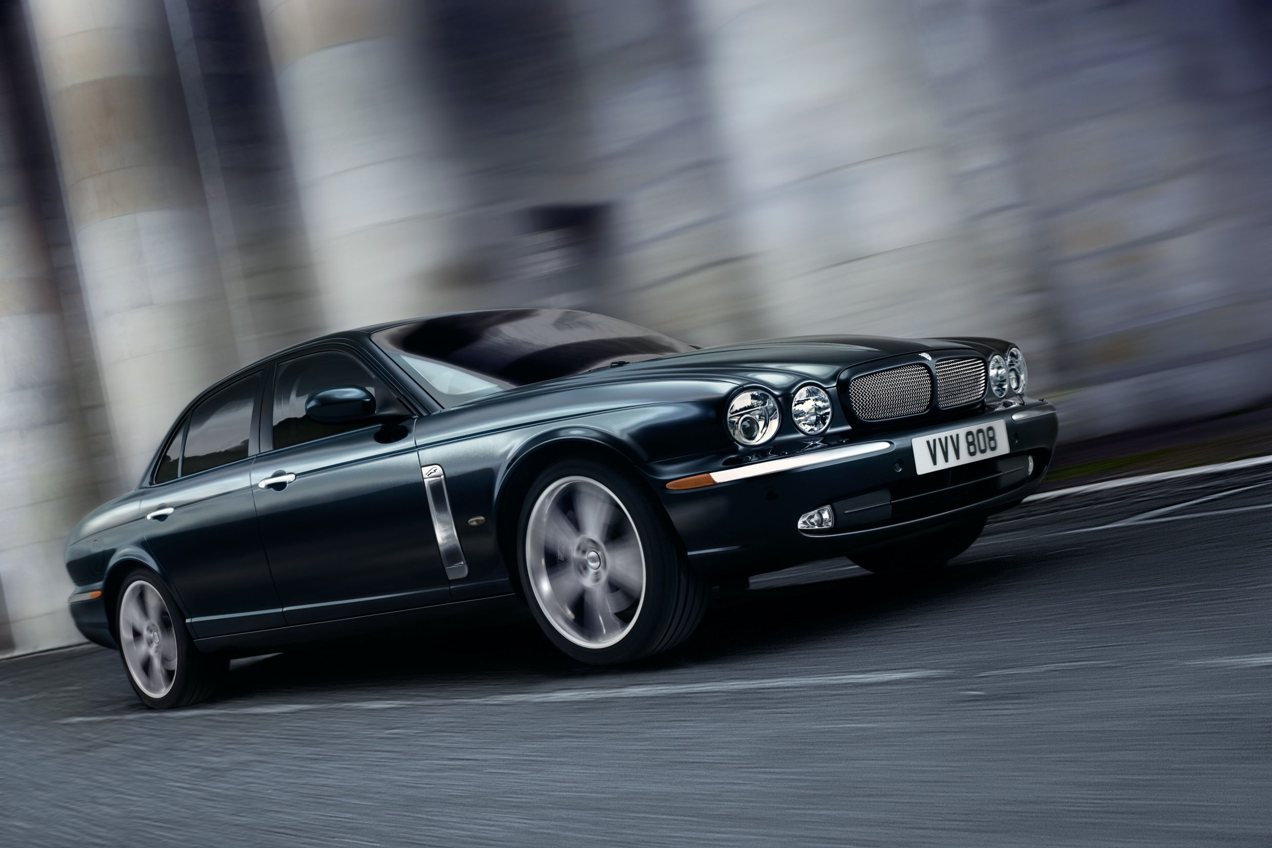 Jaguar XJR photo 14