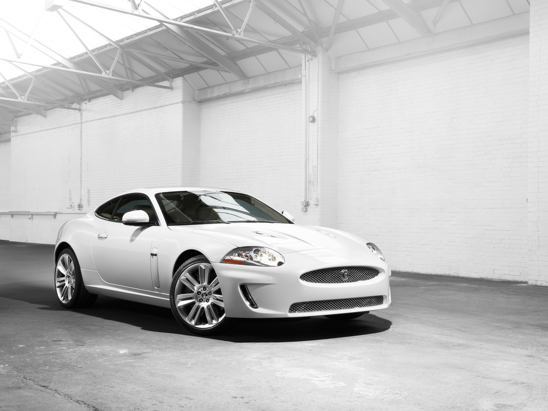 Jaguar XKR photo 04