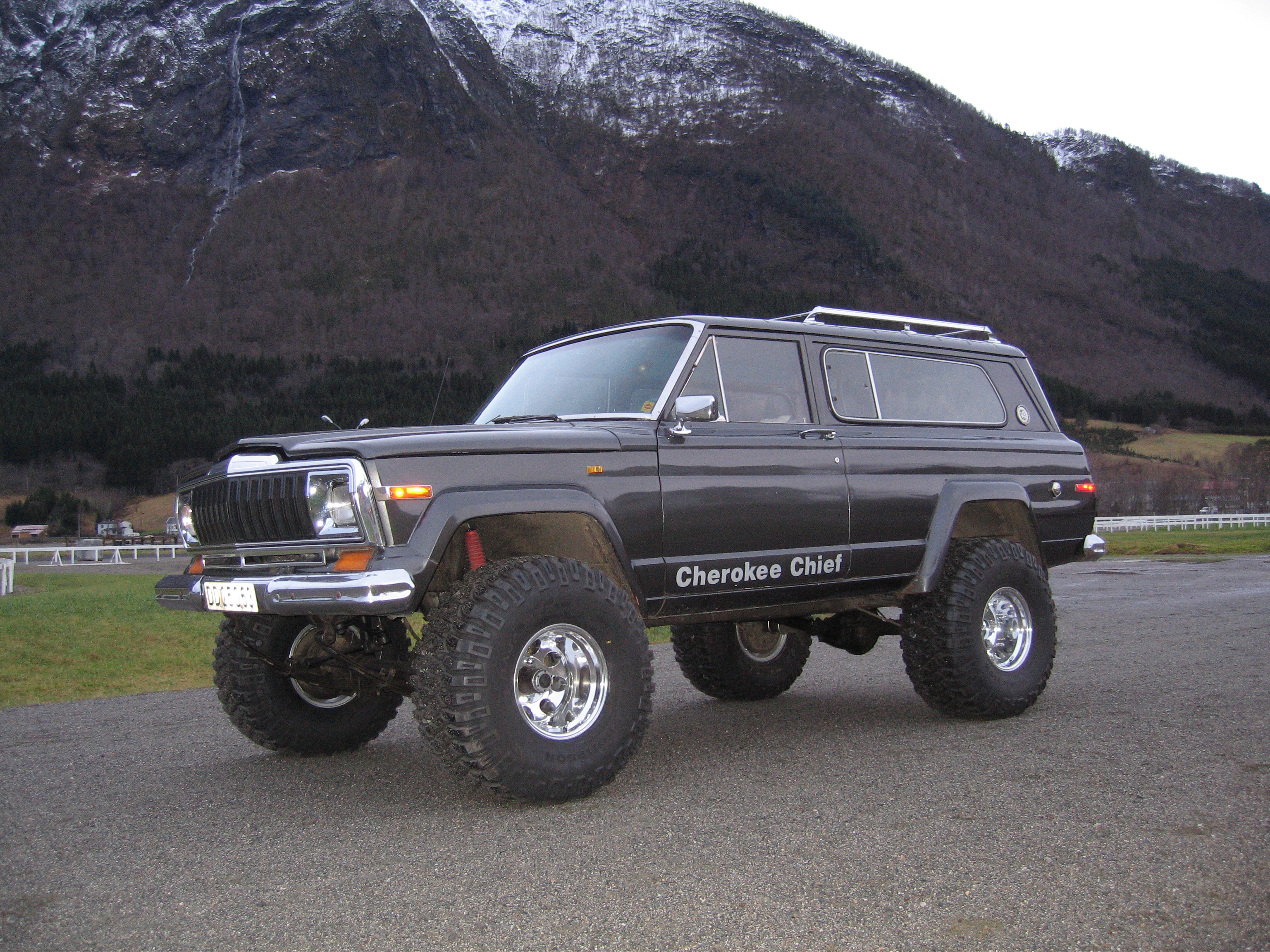 Jeep Cherokee Chief technical details, history, photos on ...