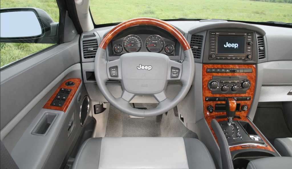 Jeep Grand Cherokee Overland photo 02