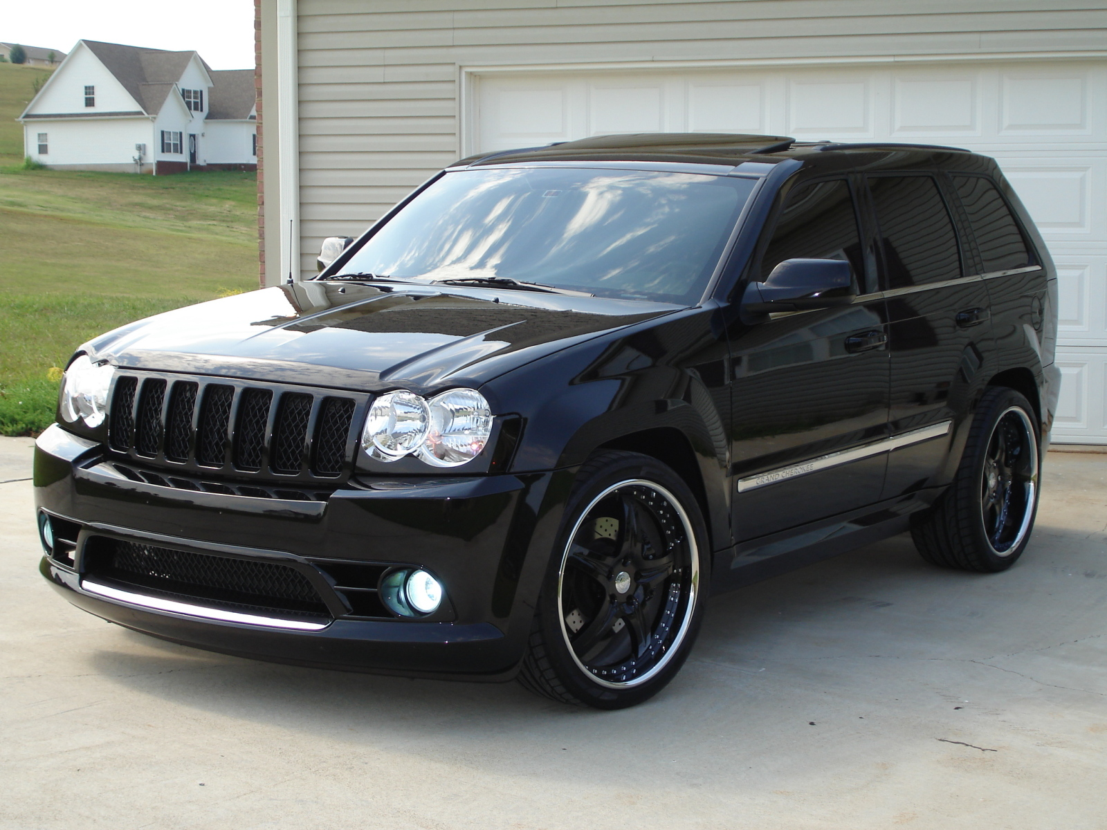 Jeep Grand Cherokee SRT8 technical details history photos on