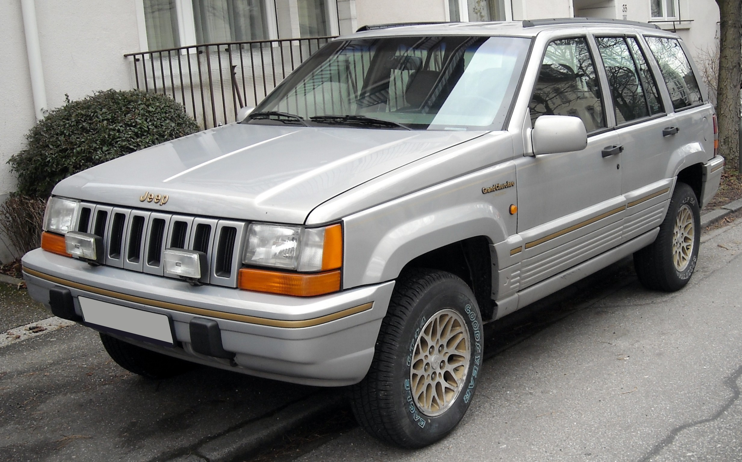 Jeep Grand Cherokee ZJ photo 01